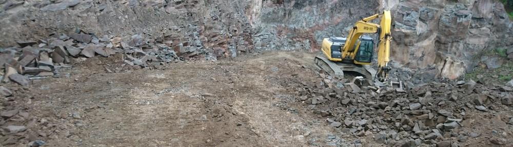採石場5本小松石原石