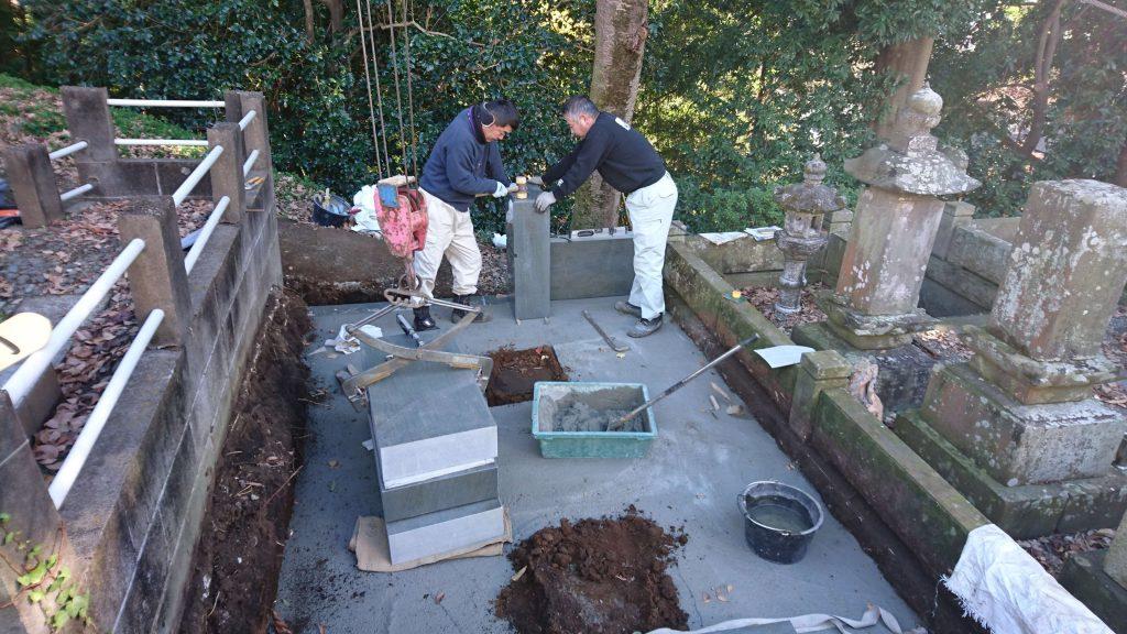 総本小松石 洋型墓石(特大)が完成。(基礎工事の様子 №2)4