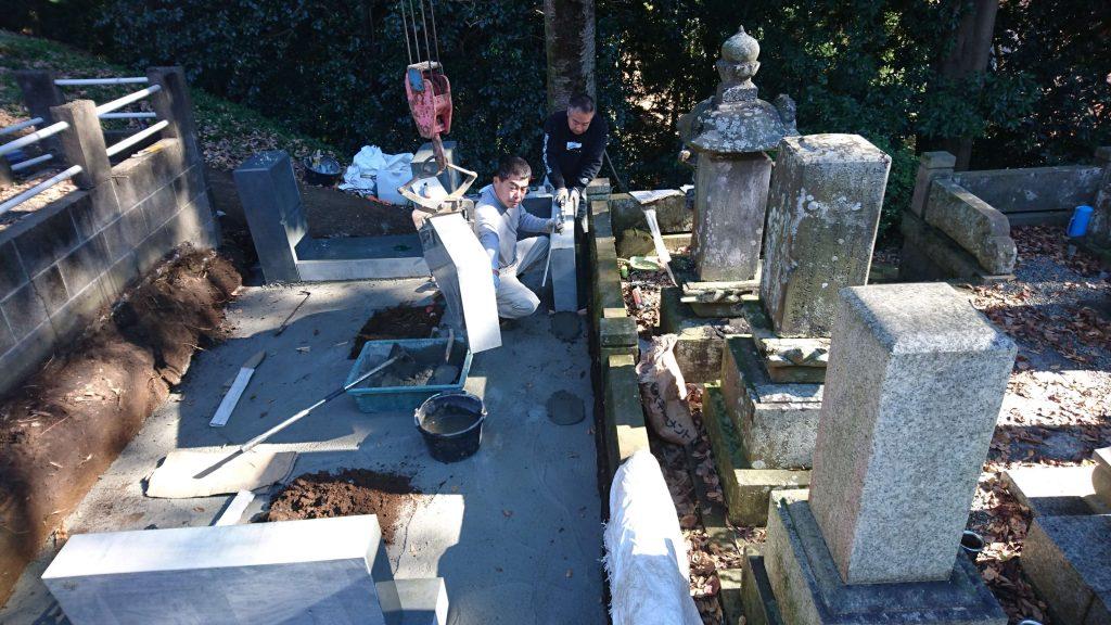 総本小松石 洋型墓石(特大)が完成。(基礎工事の様子 №2)8
