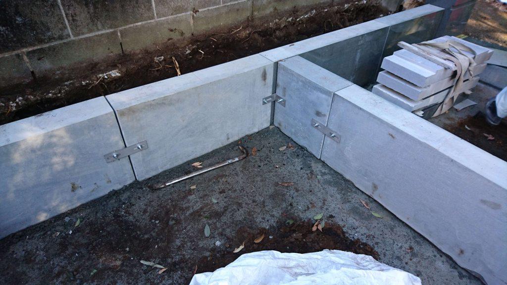 総本小松石 洋型墓石(特大)が完成。(基礎工事の様子 №2)6