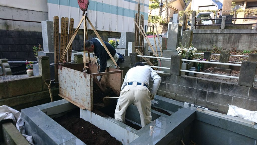 総本小松石 洋型墓石(特大)が完成。(基礎工事の様子 №2)9