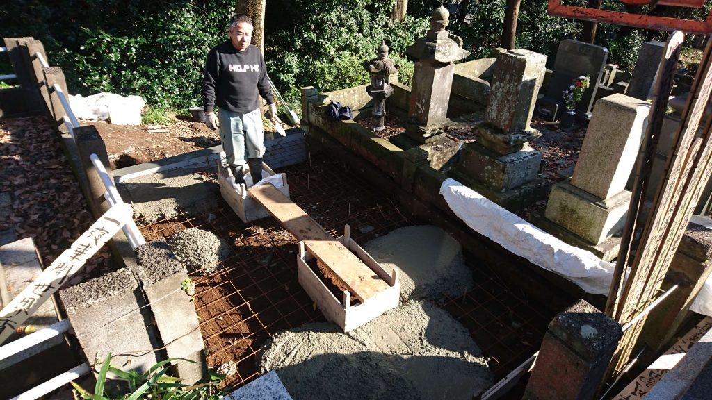 総本小松石 洋型墓石(特大)が完成。(基礎工事の様子 №2)2