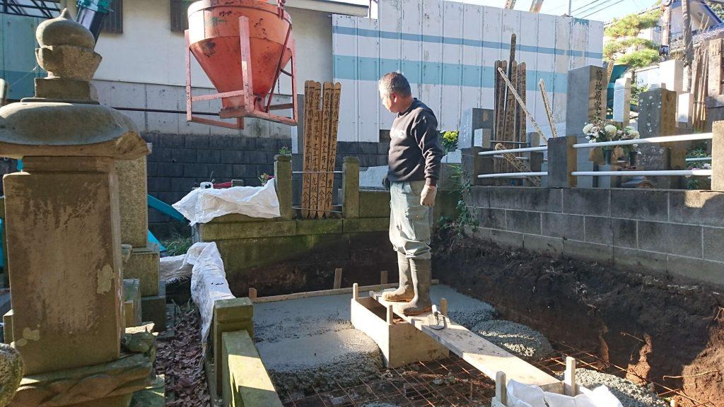 総本小松石 洋型墓石(特大)が完成。(基礎工事の様子 №2)