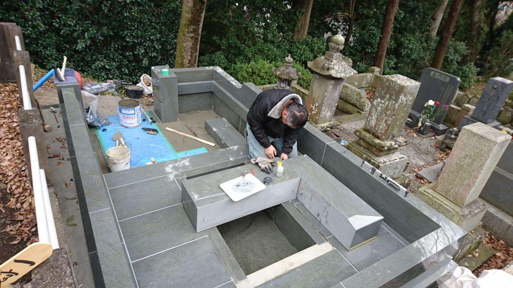 総本小松石 洋型墓石(特大)が完成。(基礎工事の様子 №2)11