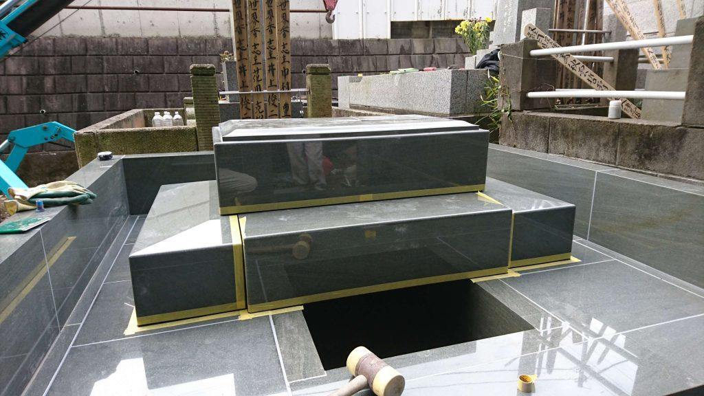 総本小松石 洋型墓石(特大)が完成。(基礎工事の様子 №2)12