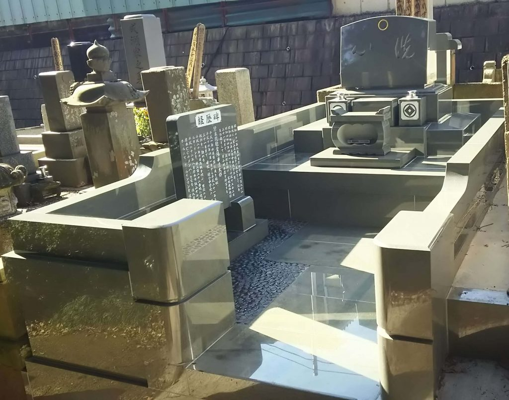 総本小松石 洋型墓石(特大)が完成。(基礎工事の様子 №2)1
