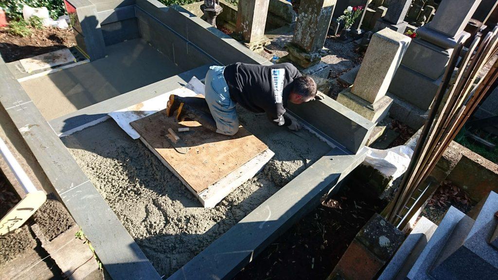 総本小松石 洋型墓石(特大)が完成。(基礎工事の様子 №3)36