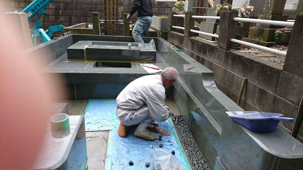 総本小松石 洋型墓石(特大)が完成。(基礎工事の様子 №2)44