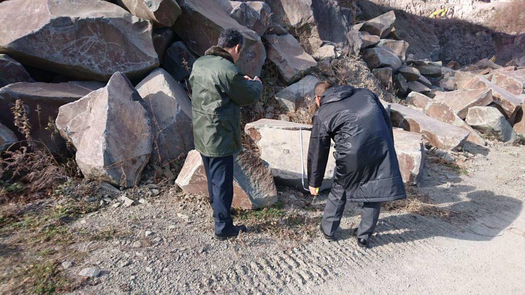 本小松石 極上大トロ材使用の記念碑の製作9