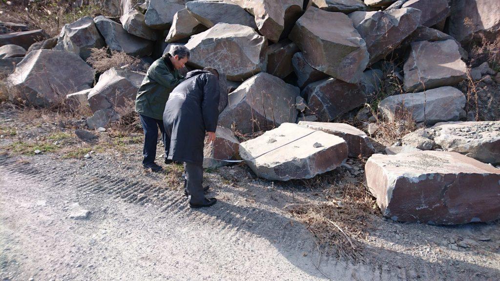 本小松石 極上大トロ材使用の記念碑の製作10