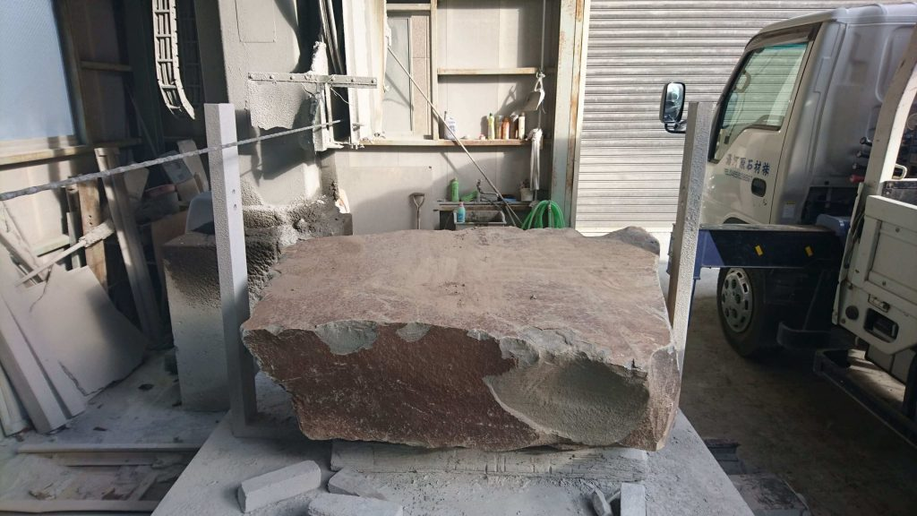 本小松石 極上大トロ材使用の記念碑の製作12