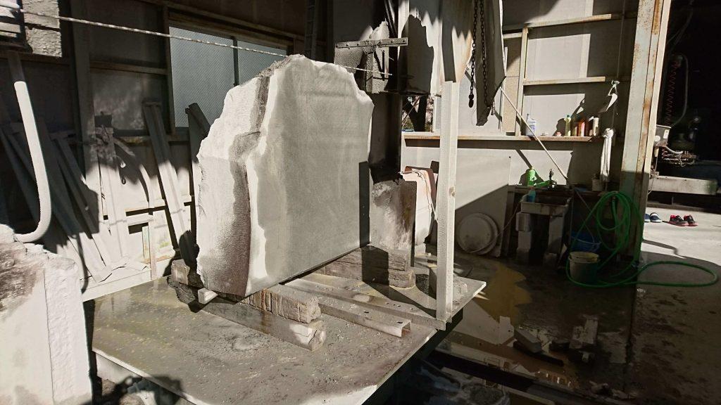 本小松石 極上大トロ材使用の記念碑の製作14