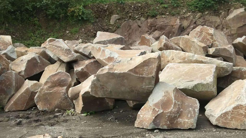 本小松石 極上大トロ材使用の記念碑の製作7