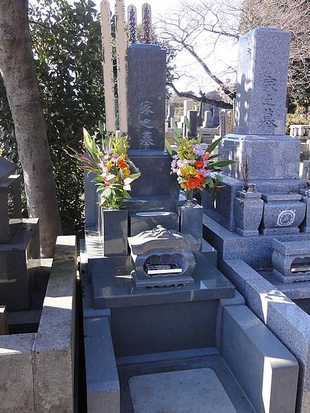 青山霊園 和型墓石 本小松石