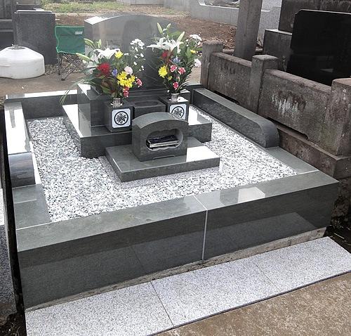 青山霊園 洋型墓石 本小松石