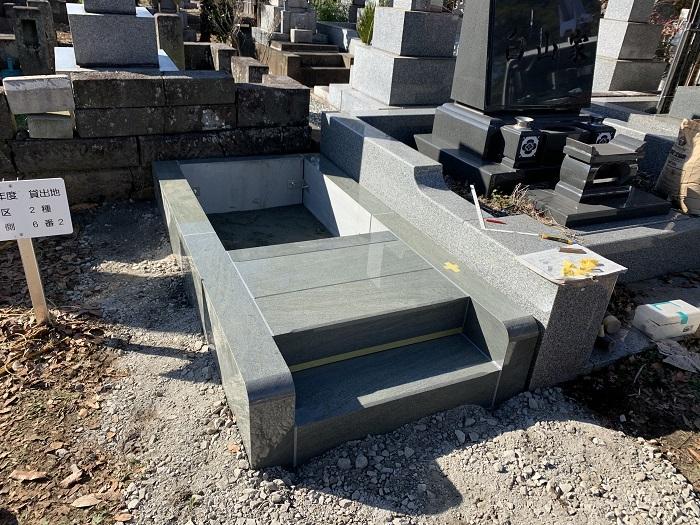 本小松石 大トロ 小松石 墓石1